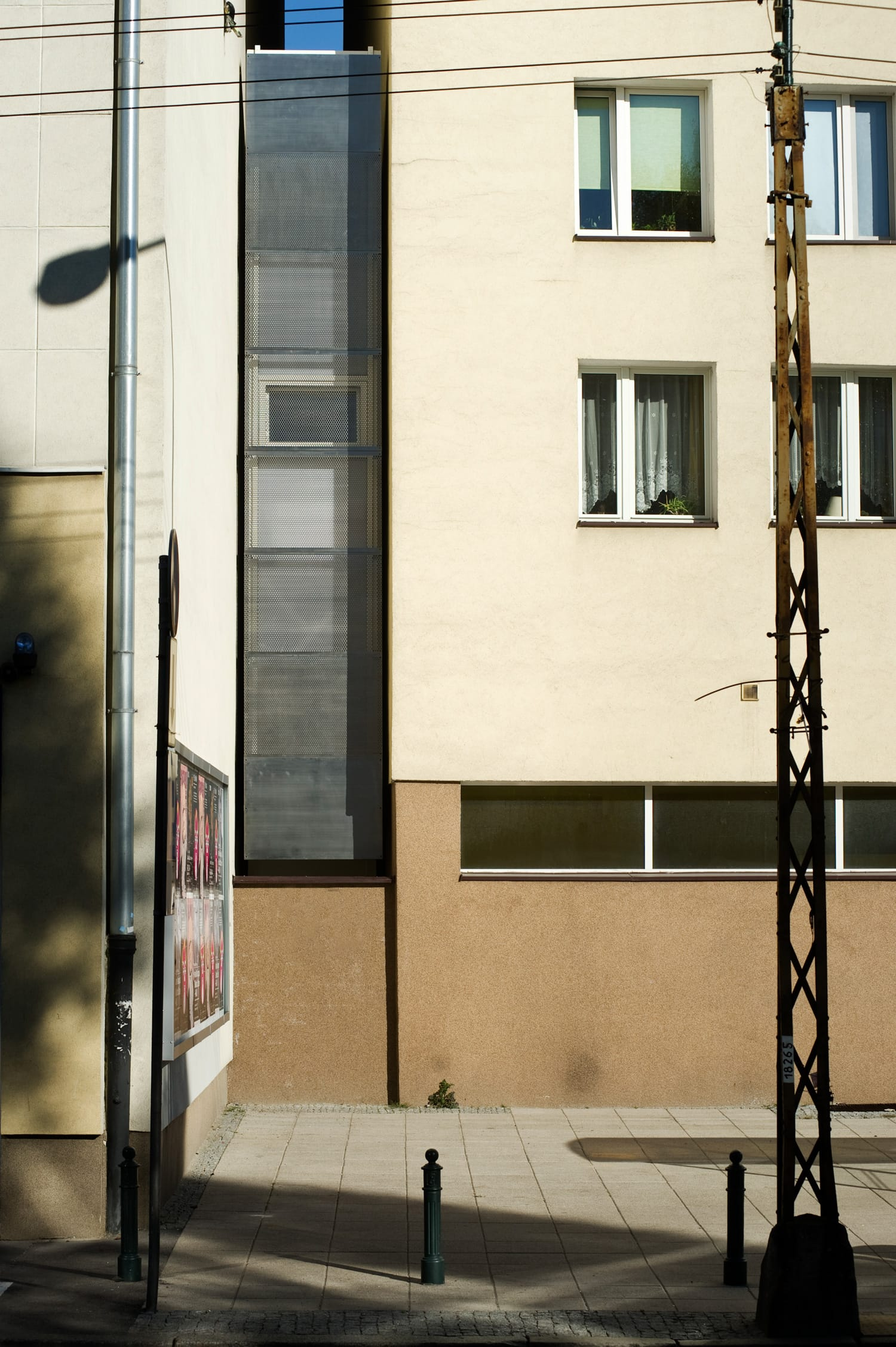 Keret-House-exterior-street-side_Photo_by_Bartek_Warzecha_2
